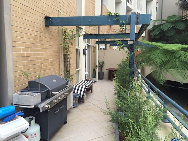 Super-Convenient CBD Loft Apartment – All Yours!!! - Edgecliff - Apartemen