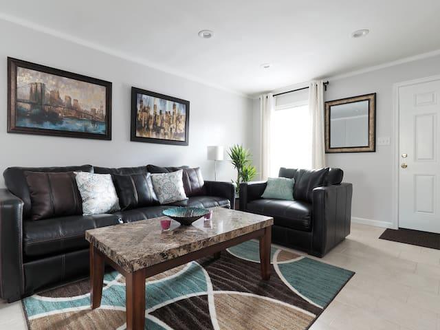 Charming, clean 2 Levels Townhouse - Severn - Maison de ville