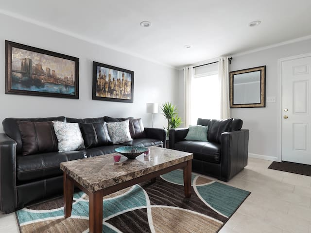 Charming, clean 2 Levels Townhouse - Severn - Şehir evi