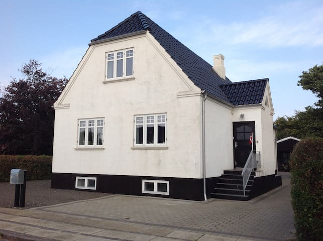 Cozy apartment near the fjord and close to town - Ringkøbing - 公寓