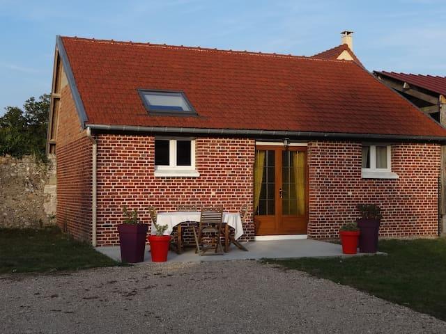 Petite maison à proximité du VAUDREUIL et de l'A13 - Saint-Étienne-du-Vauvray - Casa