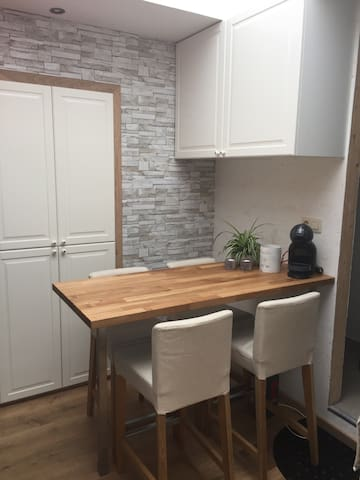 Studio with jacuzzi near citycentre of Ghent - Melle - Hus