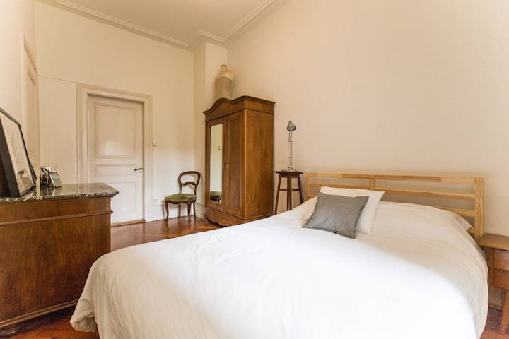Charming 19th Century room next to the River - Bazel - Appartement