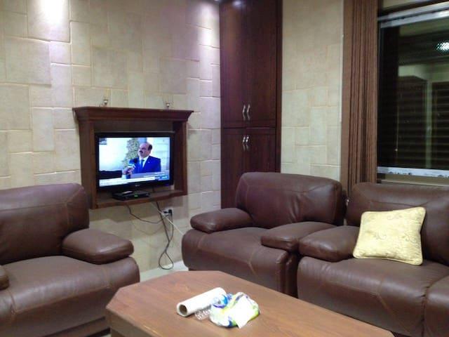 Damrah's  One Bedroom Apartment - Ramallah - Departamento