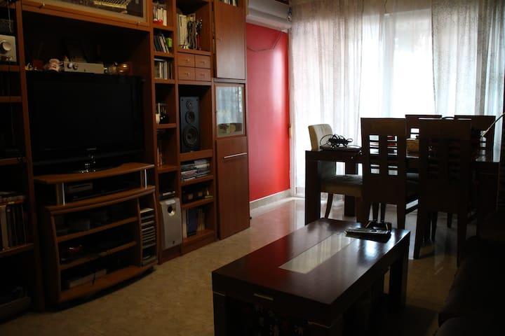 Cozy single room (30' from Madrid) - Móstoles - Apartemen