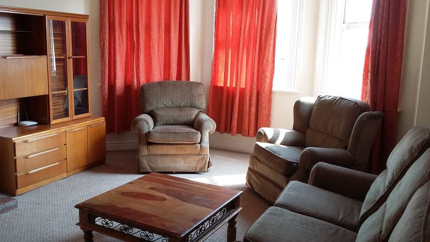 Room 4 in Shared Flat - Ideal for Contractors - Johnstown - Leilighet