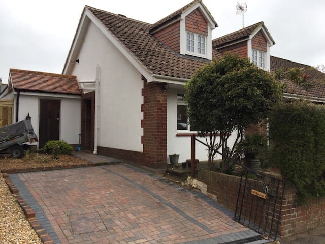 Family home in rural village - Henfield - Rumah
