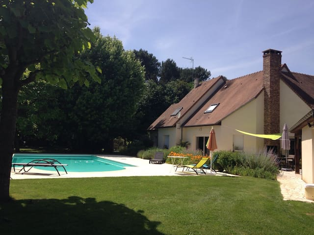 In the peace 10 kms south of Le Mans - Guecelard  - Bed & Breakfast