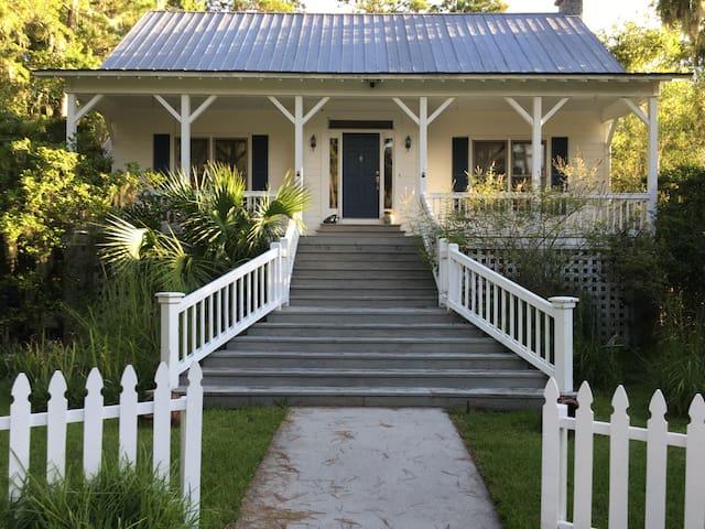 Quiet and Sweet Southern Retreat - Saint Simons Island - 아파트
