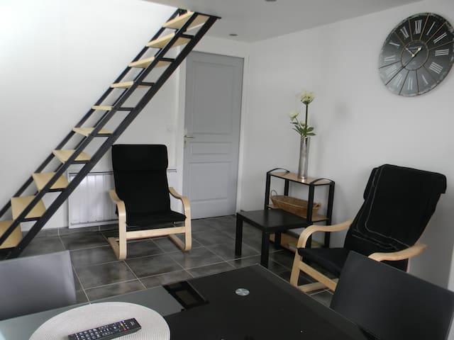 logement confortable a 20 mn des plages - Prat - Lägenhet