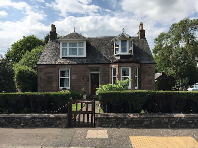 Cozy cottage, dbl bed ensuite - Stirling