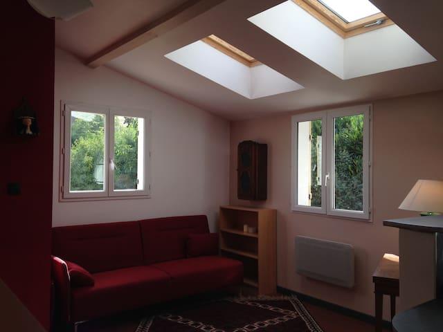 Studio Neuf Meublé dans une maison - Sorel-Moussel - Appartement