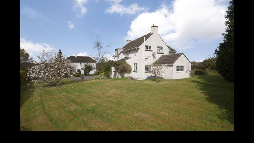 Luxurious and Spacious 4 Bed House - Kelston - Ev