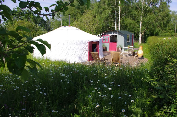 The Yurt at Midland Farm with own shepherds hut - Norton Canon