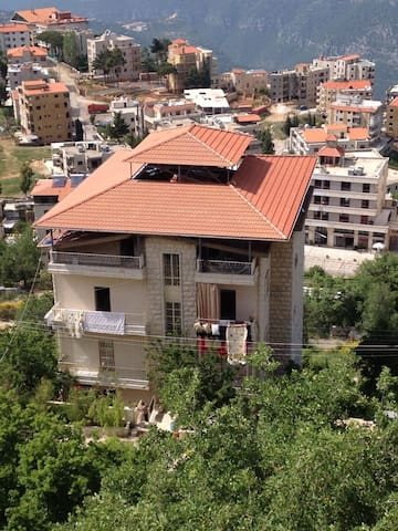 Gorgeous 3 bedroom apartment with Views, Wifi, A/C - Bhamdoun - Appartement