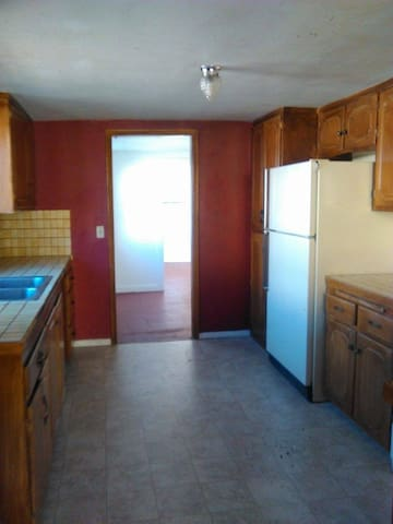 Silver Cottage, basic bedroom w.full use of house. - Silver City - Hus
