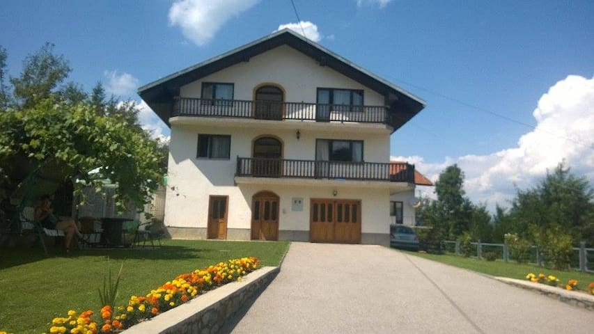 Amazing Family House With Extraordinary Garden - Vrbanja