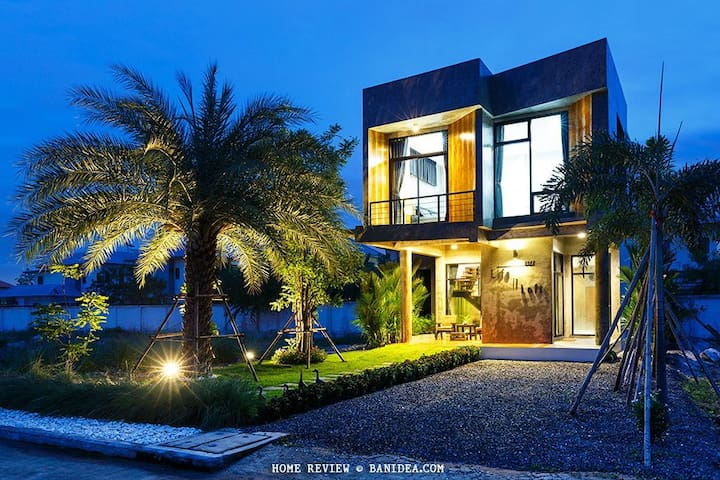 Life is Loft House - Tambon Saen Suk - Casa