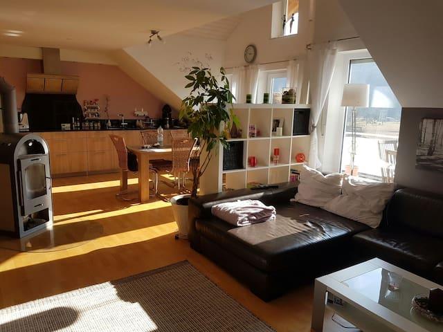Idyllische Maisonetten-Dach-Wohnung - Lauchringen - Apartamento