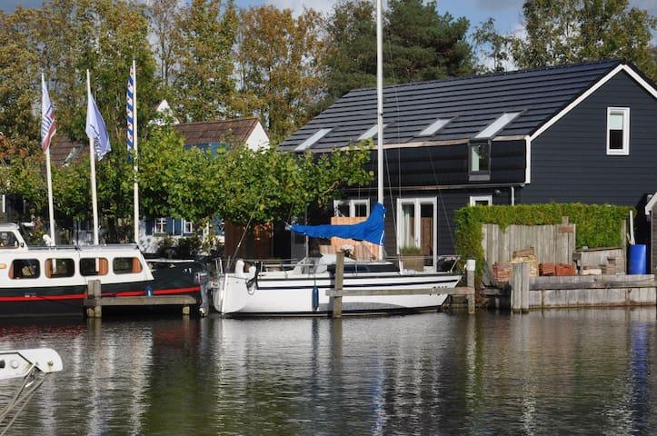 Comfortabel appartement aan het water nabij Sneek - Uitwellingerga - Apartamento