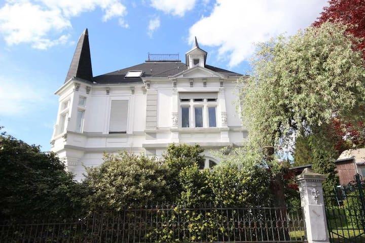 Dachwohnung in Jugendstilvilla auf'm Hasten - Remscheid - Apartamento