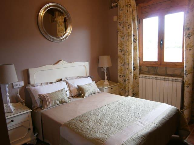 Rural House with vintage air - Caldearenas