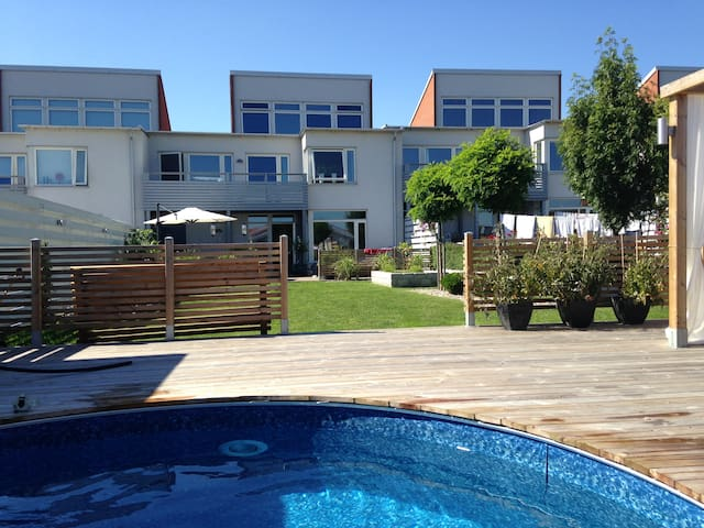 Large house with pool for family! - Ystad - Rumah