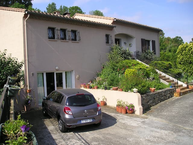 Lovely 2 bed apartment just 10 minutes Carcassonne - Palaja - Lägenhet