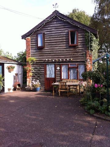 Garden Cottage in the pretty village of Icklingham - Icklingham.   Bury St Edmunds - Casa