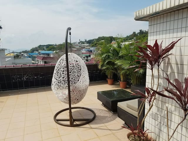 Cosy flat with sea view rooftop / private bathroom - Hong Kong - Daire