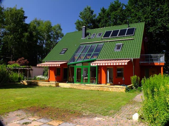 House, 12 km to SXF, 30 minutes to City, 300 sqm - Eichwalde - Villa