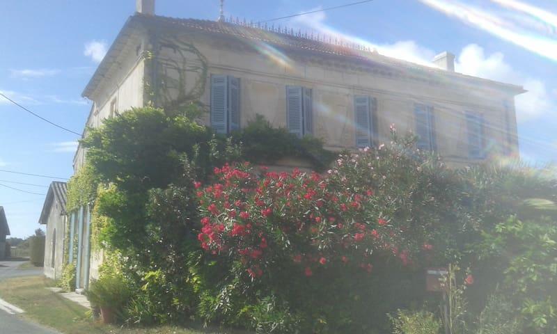 La maison de Cacothy (la chambre rouge) - Queyrac - Hus