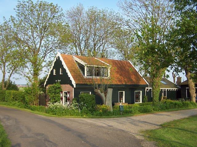 In het groen vlakbij Amsterdam - Assendelft - Annat