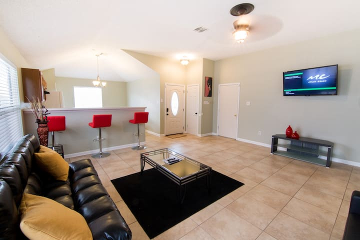 BOOK NOW!!! $99 APRIL SPECIAL!!  BEAUTIFUL HOME!!! - New Orleans - Huis