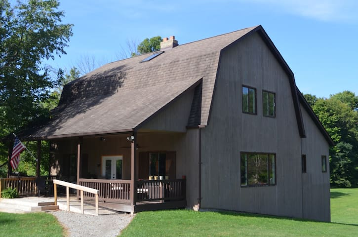 Rustic, spacious w/acres for lg groups or events - Ravenna - Gästhus