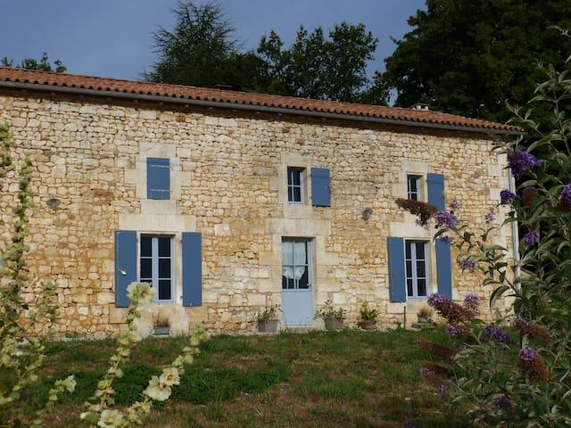 Grand gîte familial en limite Charente Dordogne - Grassac - Rumah