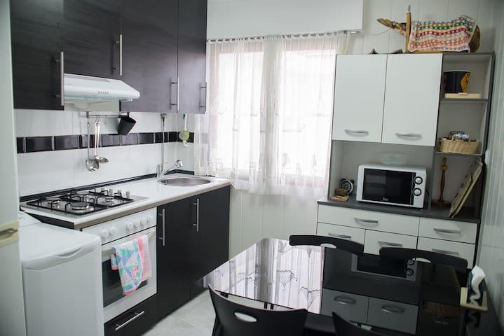 Habitación de 2 camas + wifi, tv, cocina, baño... - Barakaldo