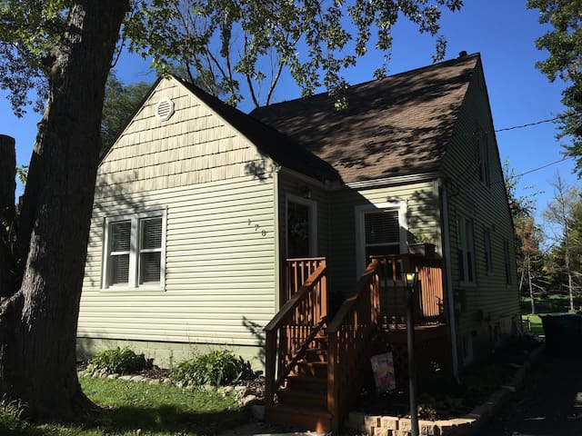 4 bed 2 bath Chicagoland Home - Merrillville