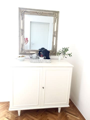 Small room w/ view private bathroom free parking - Primošten - 一軒家