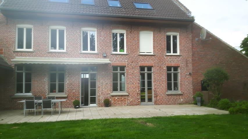 Ancien relais de poste rénové - Linselles - Huis