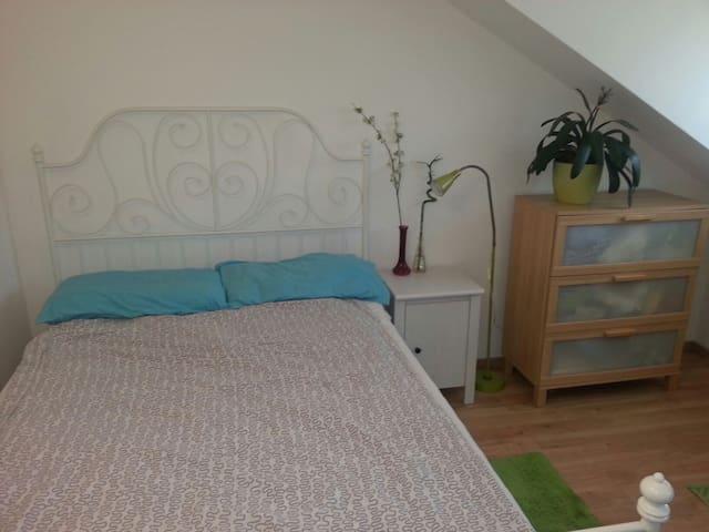 Zimmer in Seenähe / Stanza vicina al lago - Tutzing - Departamento