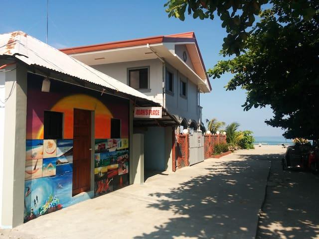 Beach Bungalow named Karibu at Alan's Place - San Narciso - Bungalow