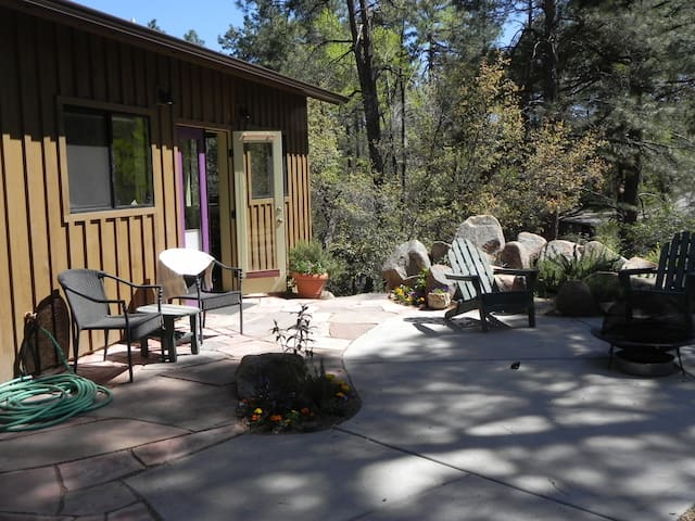 Studio apartment in the pines close to town - Prescott