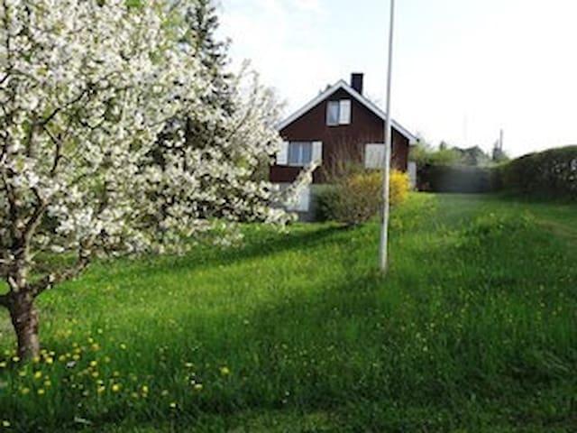 Ferienhaus an idyllischer Lage - Delley-Portalban - Huis