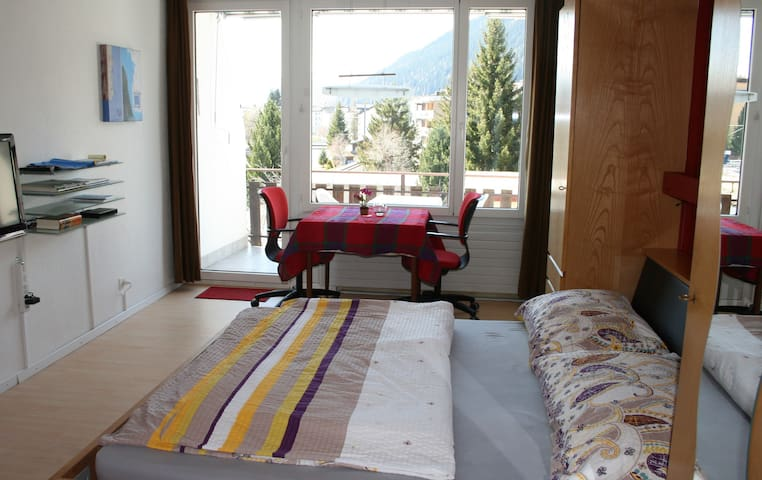 Micro-Appartment WiFi,bath,balcony - Davos Platz - Appartement