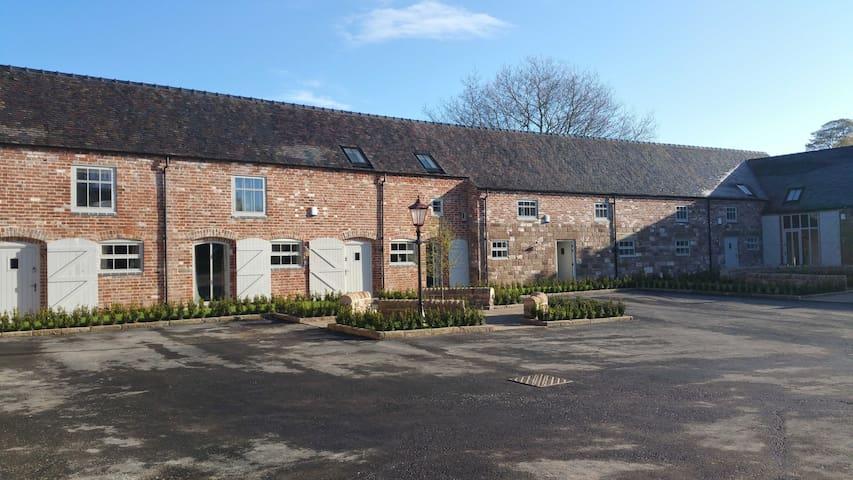 4 Dove Farm Barn, Caverswall; Nr Alton Towers - Staffordshire - Hus