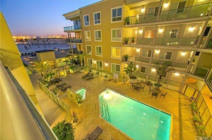 Rare newer CONDO on the Sands of Long Beach! - Long Beach - Appartement en résidence