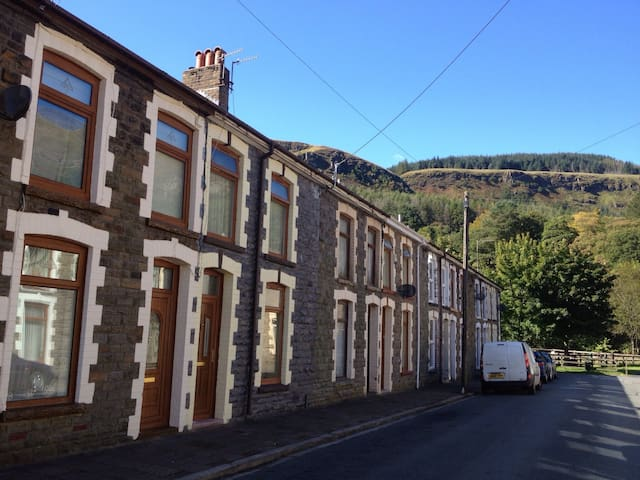 Welsh miners cottage experience - Rhondda Valley - Hus