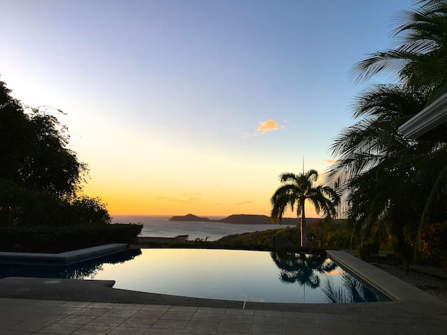 Amazing view, 1 or 2 bedrooms in a peaceful home. - Playa Panamá - Villa
