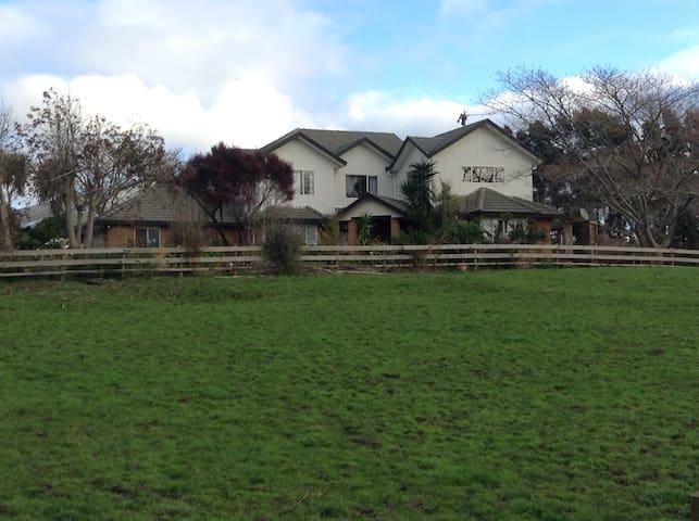 Rural yet close to Auckland city - Runciman - 獨棟